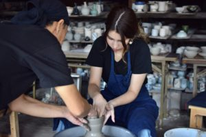 チョコプラ長田は出身地で陶芸の講師をしていた